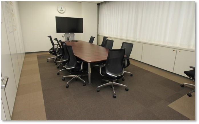 PCコミュニケーションズ様の中会議室
