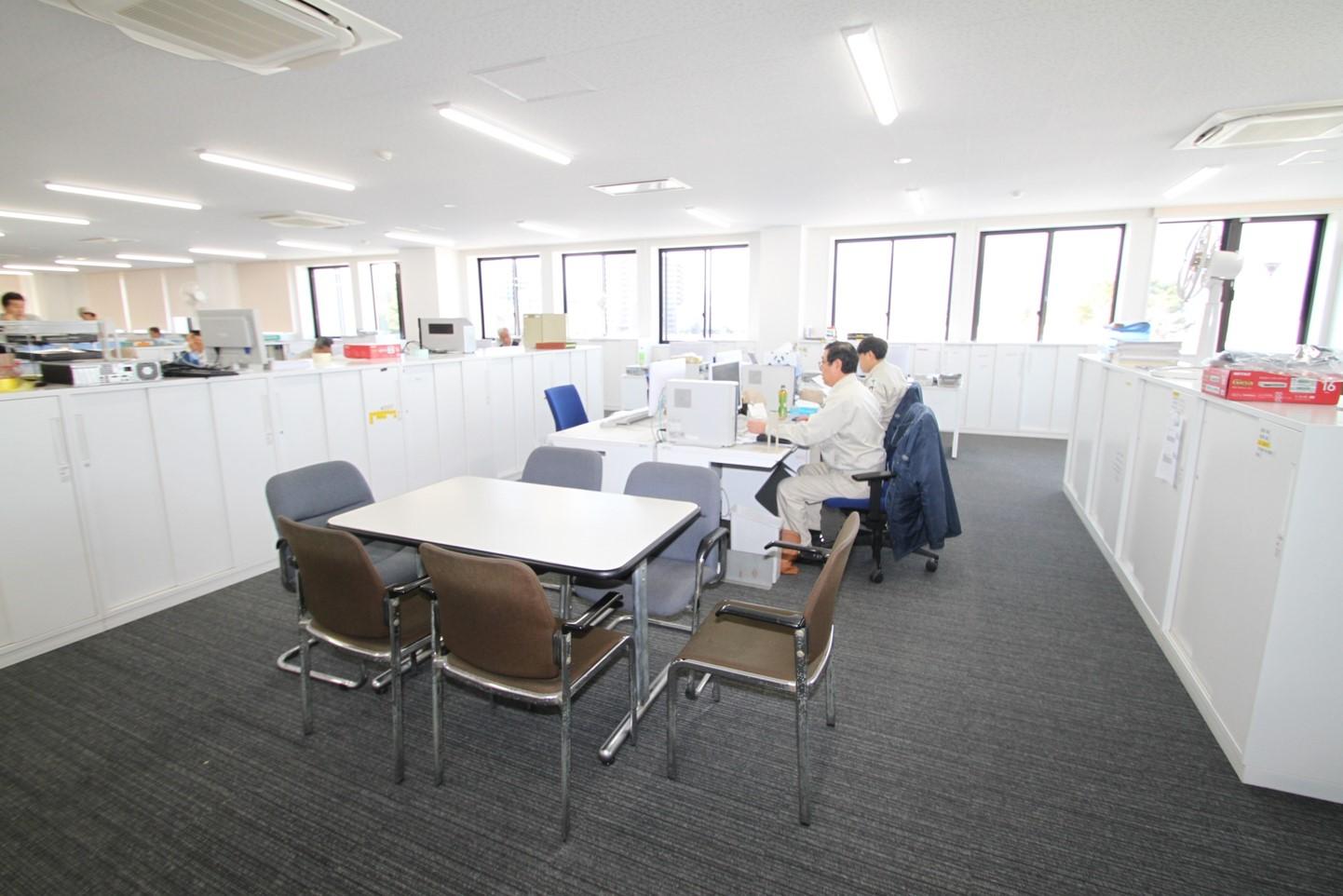 大栄製作所様 新社屋3F事務室